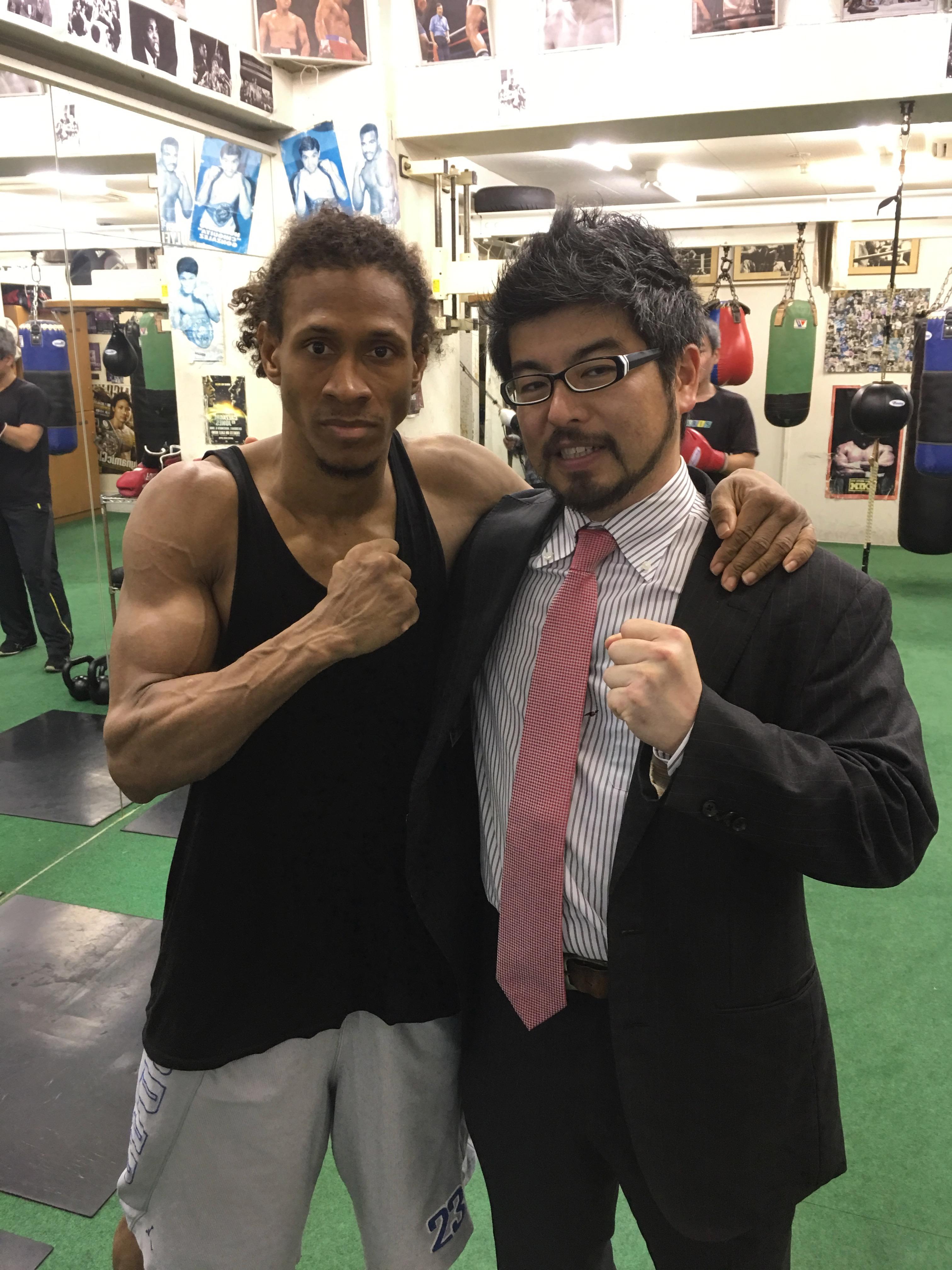 ピューマ渡久地ジムを訪問 (Visita al gimnasio de boxeo Puma Toguchi)