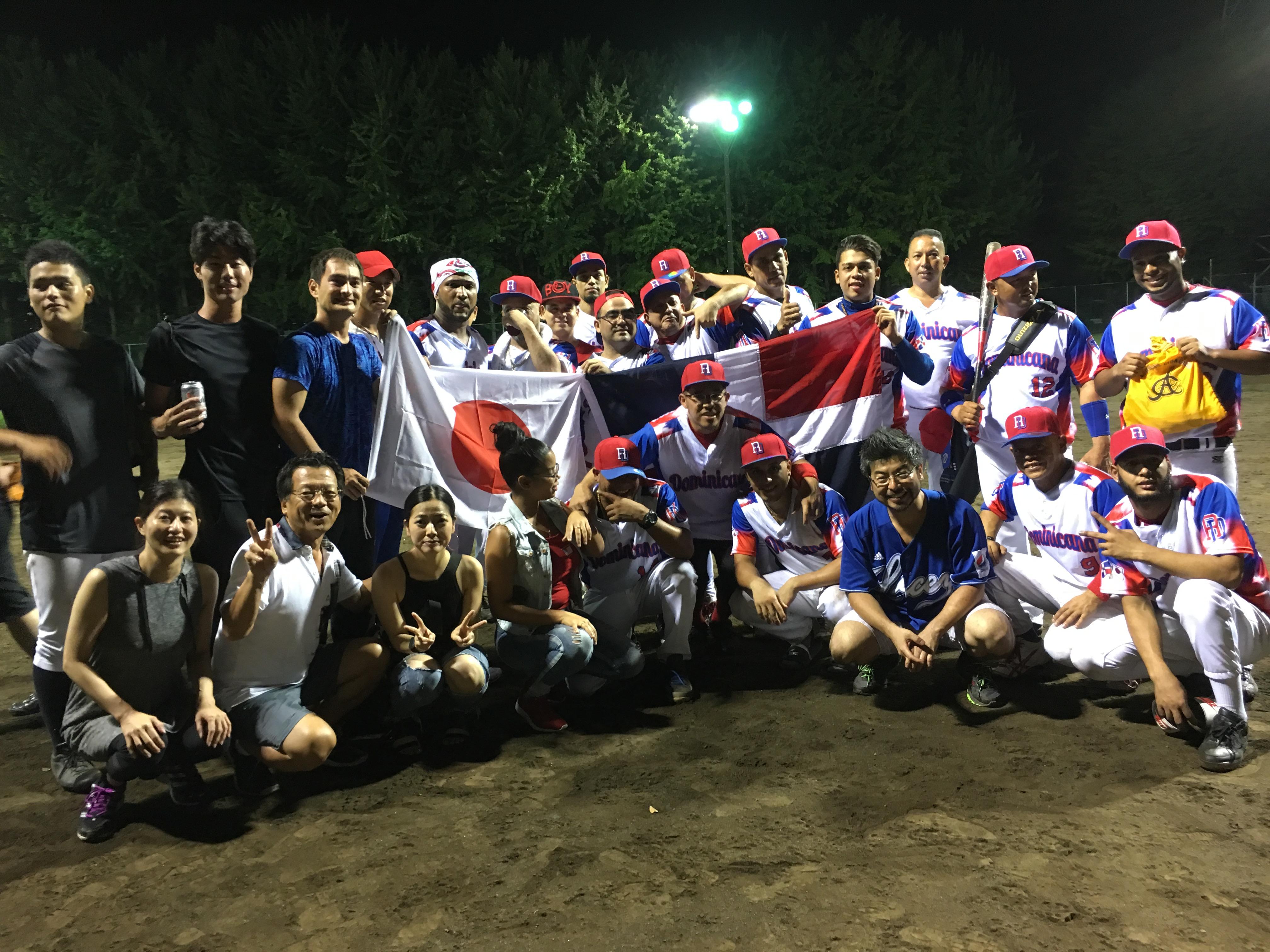 """第1回ドミニカン・ソフトボール開催しました! (¡Nos disfrutamos el primero torneo de """"Dominican Softball""""!)"""