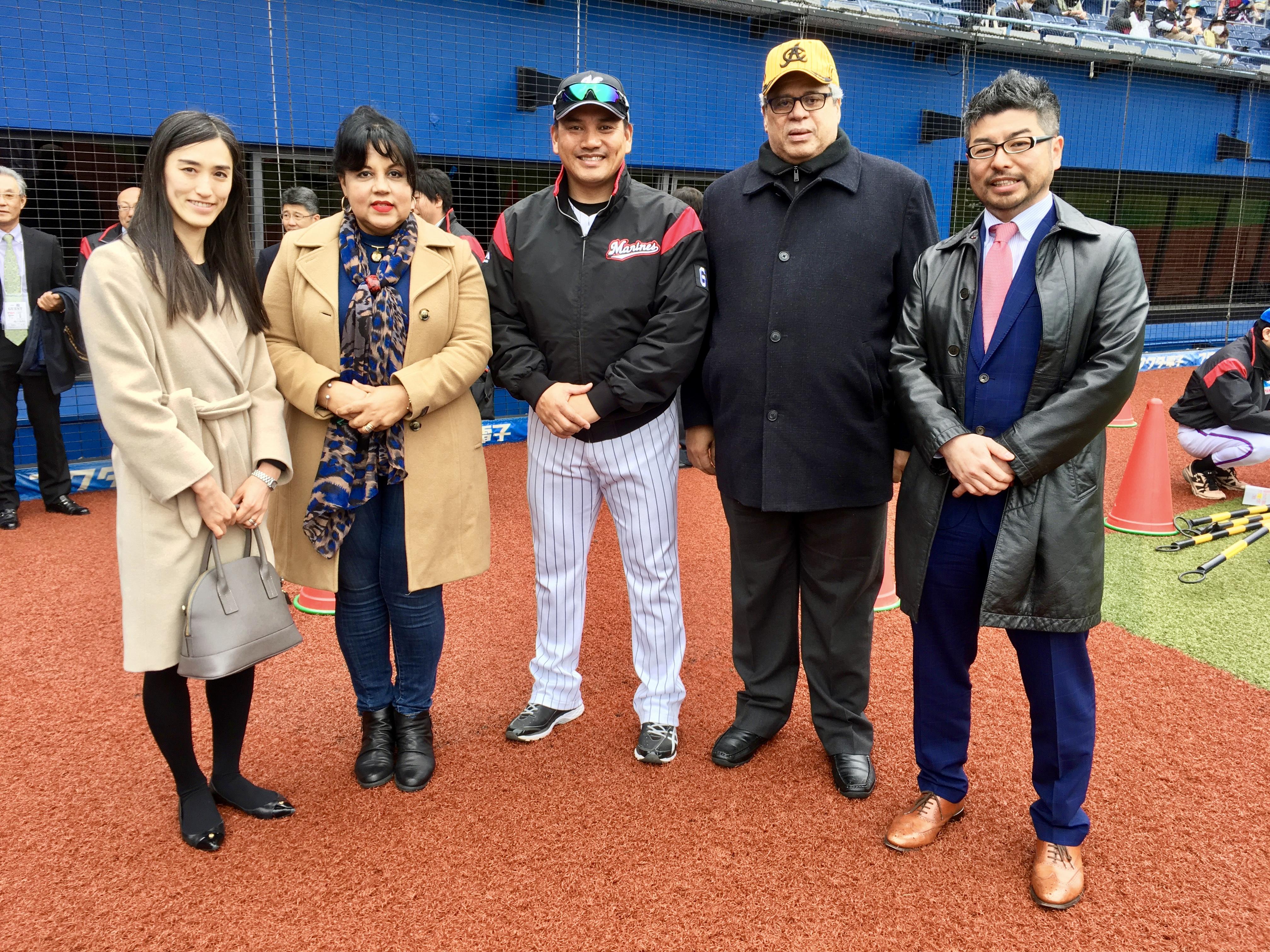千葉ロッテマリーンズ開幕シリーズ! (¡Visitamos a la serie de apertura en Chiba Lotte Marines!)