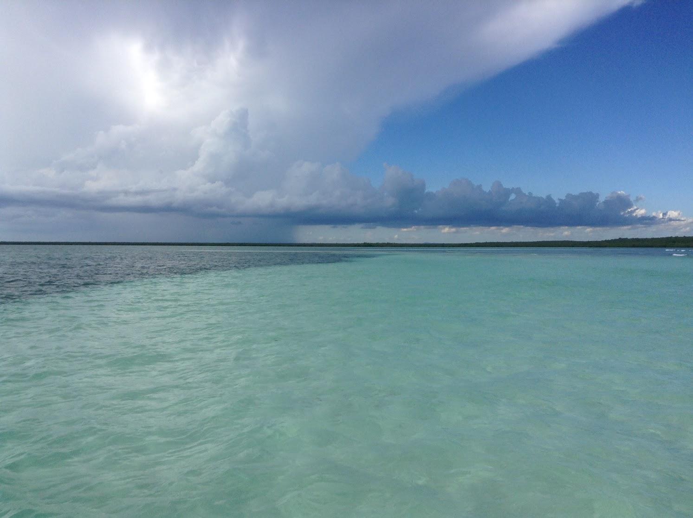 エメラルドグリーンの海(東部サオナ島付近)