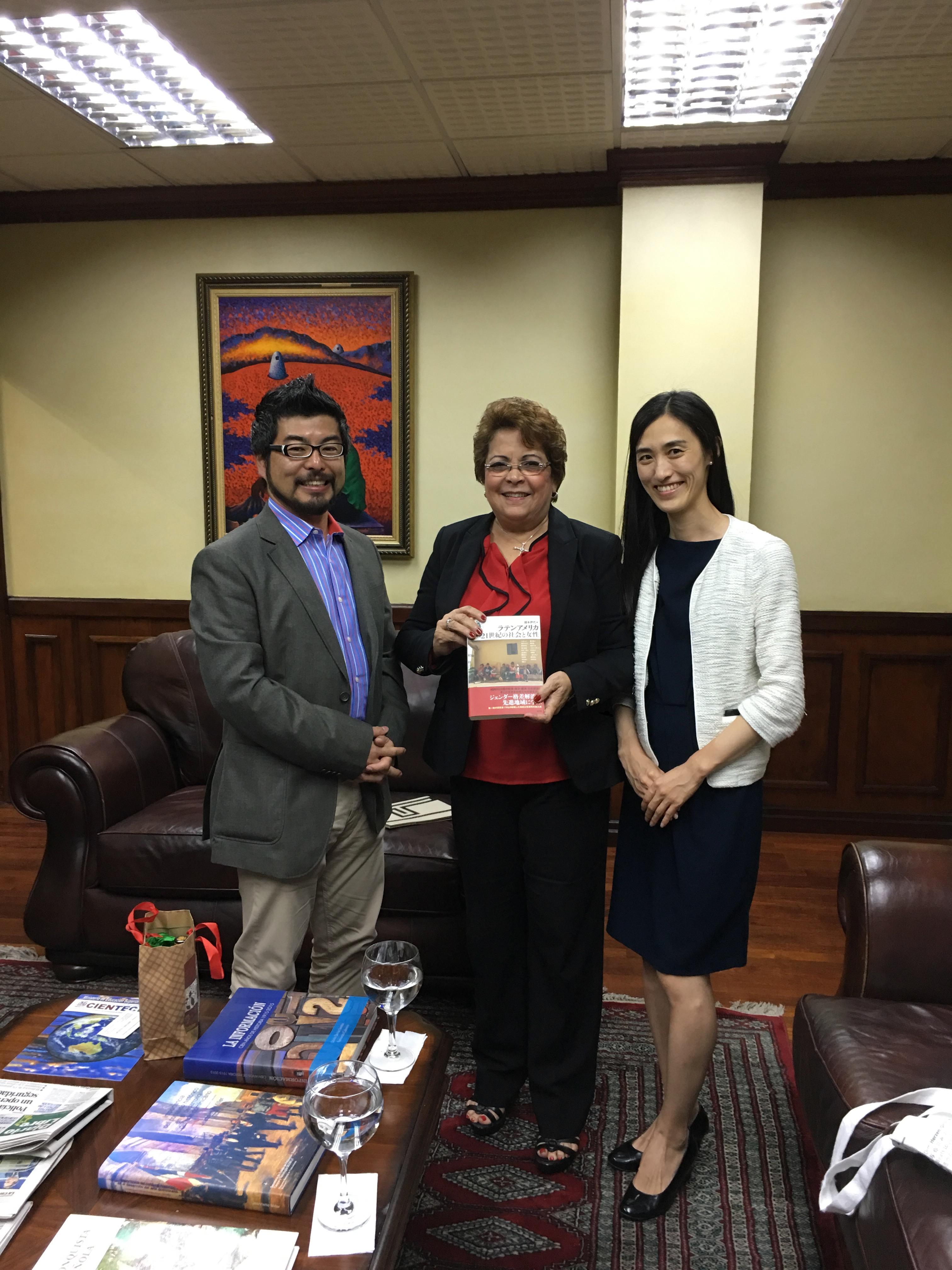 ヘルマン高等教育・科学技術省大臣と面会(Reunión con Sra. Alejandrina Germán, Ministra de Educación Superior, Ciencia y Tecnología)