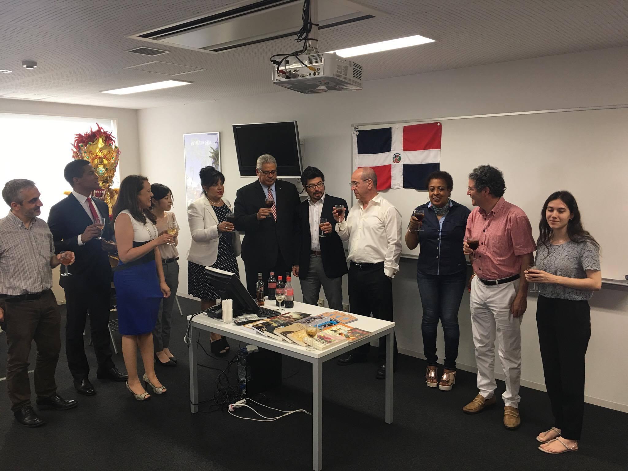 ドミニカ共和国の名が付いた教室がオープン! (¡Abierta de la aula dominicana en Instituto Cervantes!)