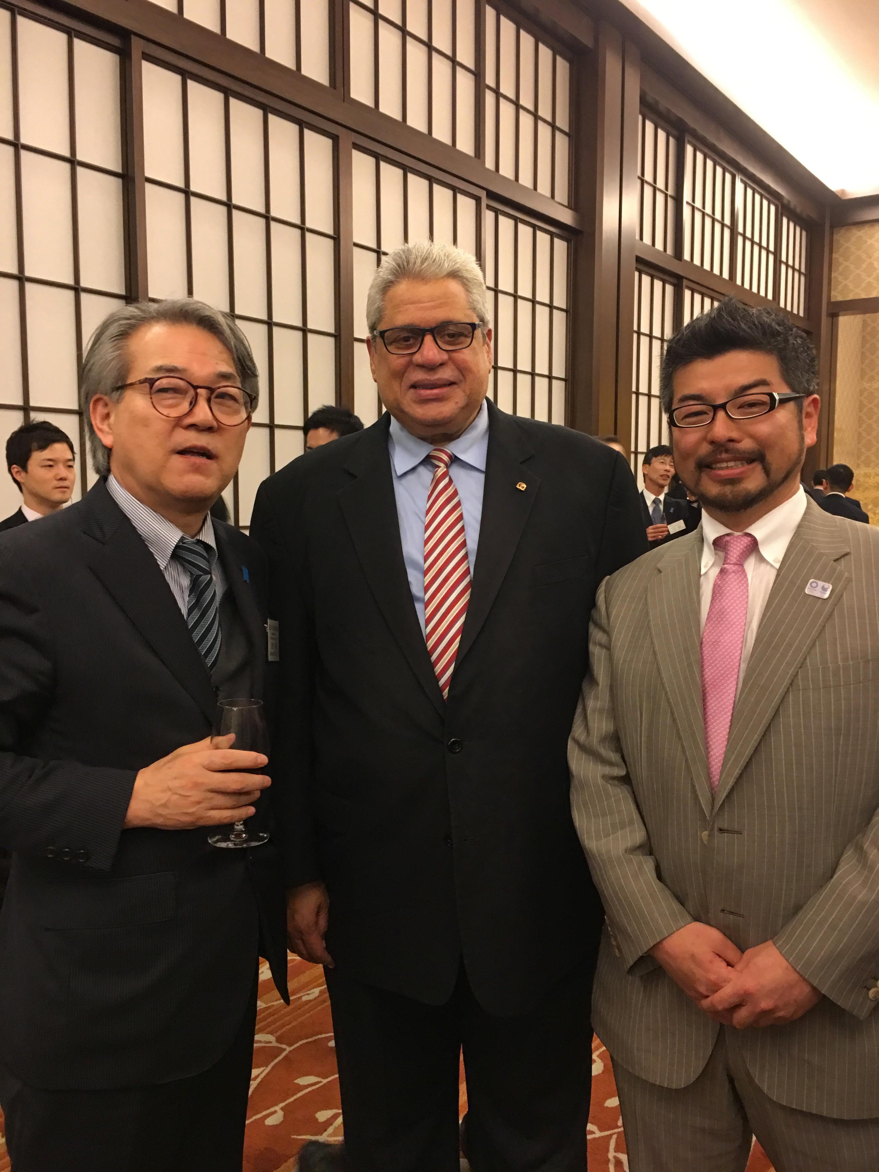 中南米大使会議開催レセプションに参加 (Participamos a la fiesta de recepción, organizado por el Sr. Ministro Kono)